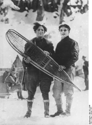 Photo from Deutsches Bundesarchiv (German Federal Archive). Public domain. Snowshoes and greasepaint, a natural pairing.